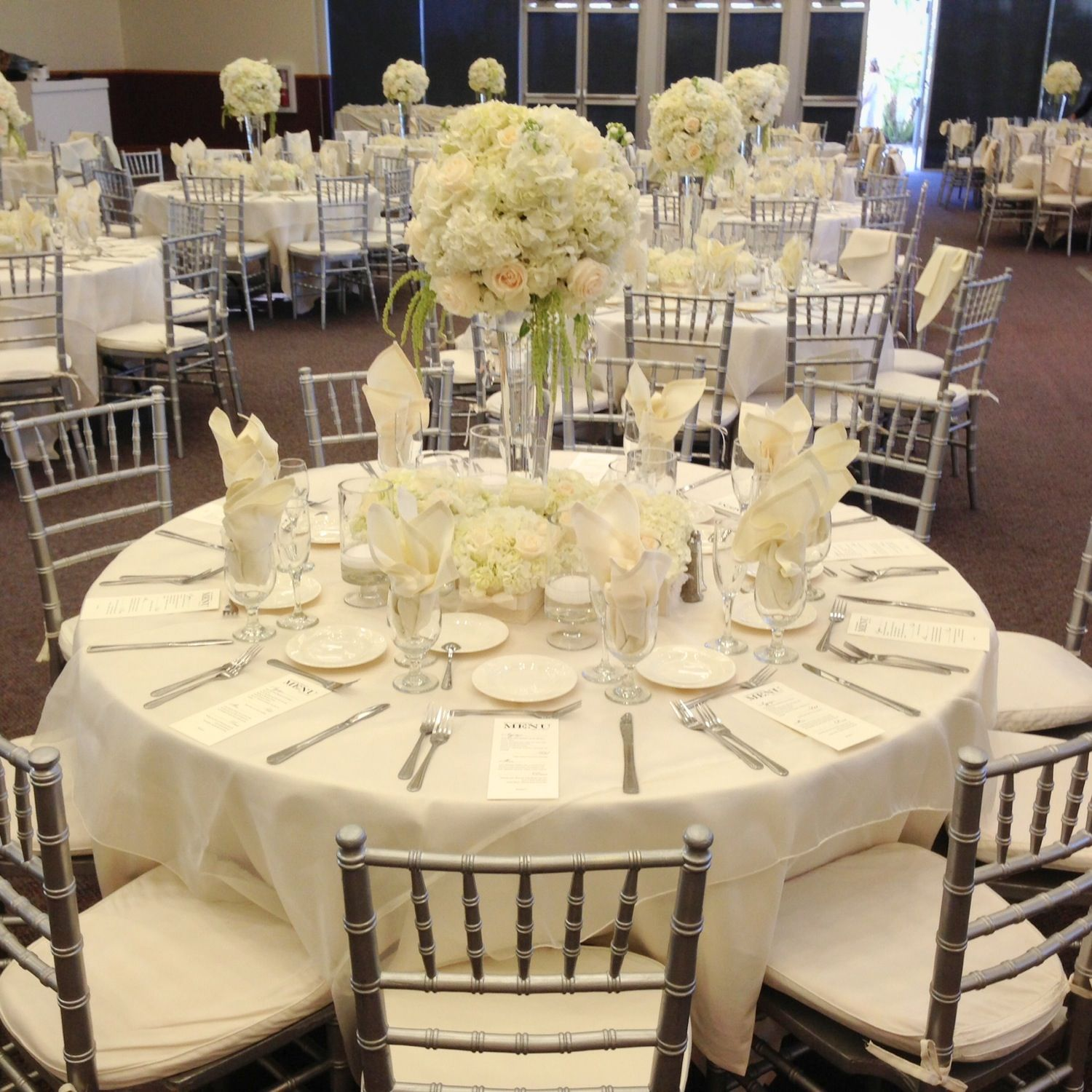 Elegant Table For Wedding. Hydrangeas And Vendela Roses Centerpieces, Ivory  Linens/ivory Chiffon