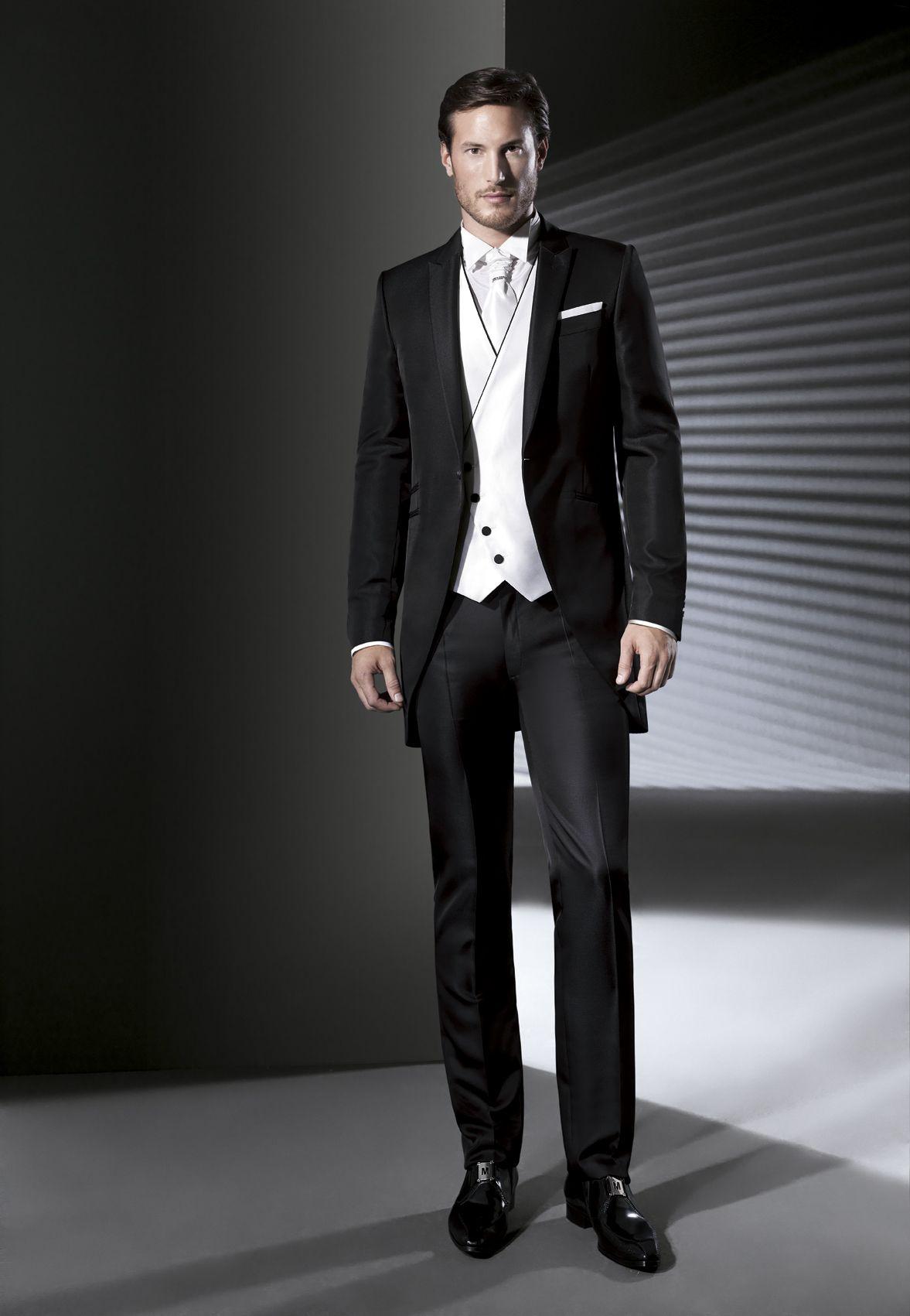 Os presentamos la elegante colección de trajes de novio de la firma ...