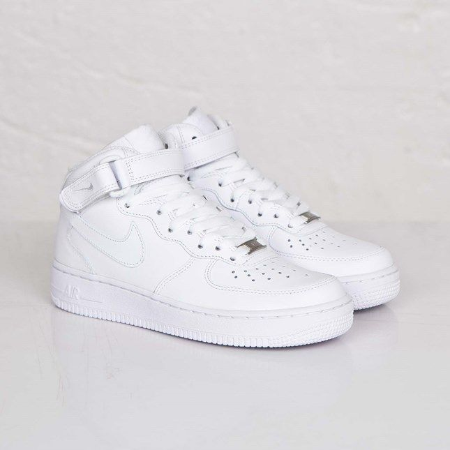 Diplomático Abolido Omitido  Nike Wmns Air Force 1 Mid ´07 LE - 366731-100 - Sneakersnstuff | sneakers &  streetwear online since 1999 | Sneakers, Nike, White sneakers
