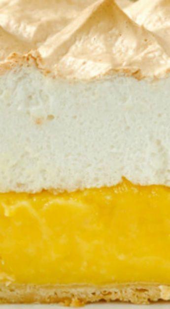 Homemade Lemon Meringue Pie - old fashioned & scratch made! #lemonmeringuepie