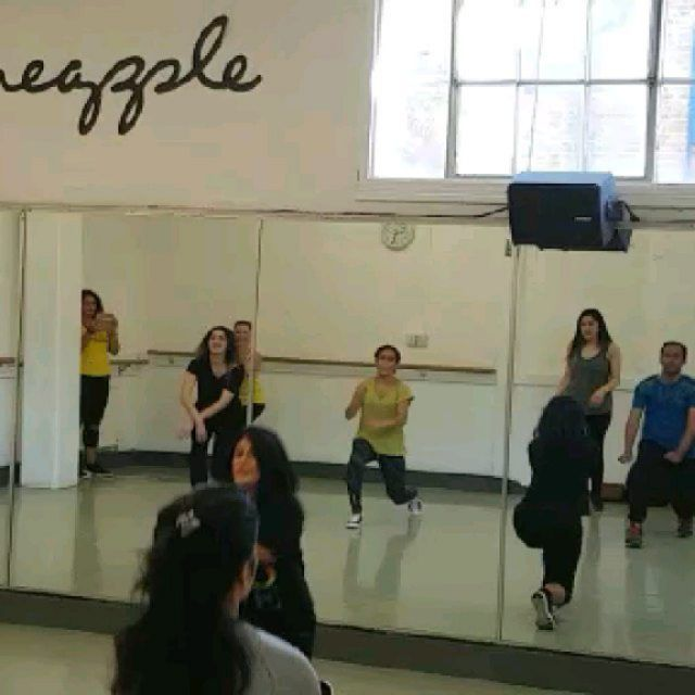 Behind the scenes - @pineappledancestudios ! Loved teaching our FREE demo!  #mevyqureshi #bollyxuk #...