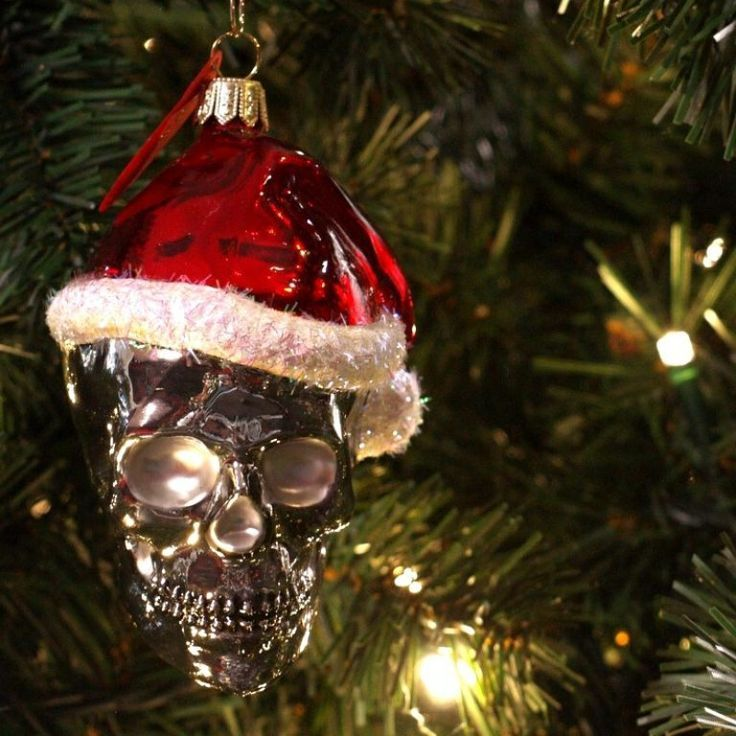 http://www.skullspiration.com/skull-christmas-decorations/ - Pin By King Wilhelm On Queen And King's