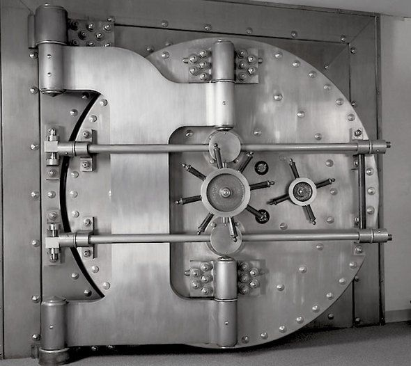 Bank Vault Door Idea Vault Doors Banks Vault Safe Door