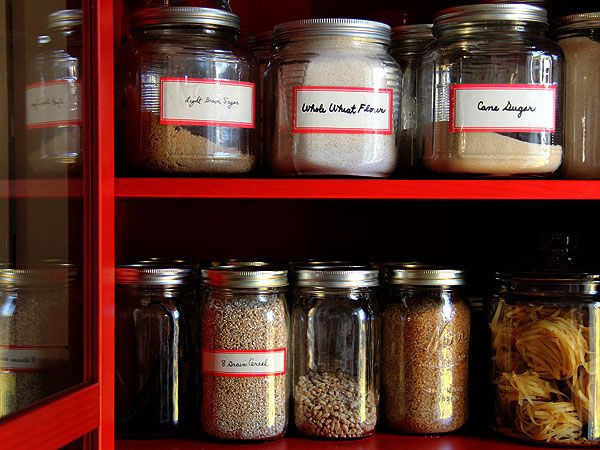 I love the look of clear glass jars and a simple label.  It reminds me of an apothecary cabinet.  Something to strive for in my own pantry.
