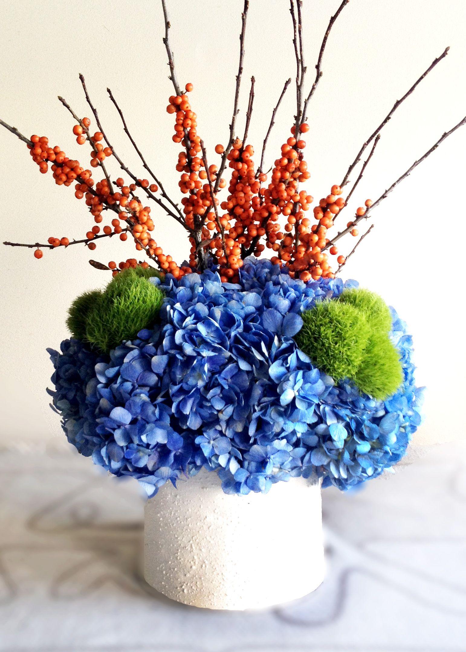Simple diy blue orange centerpiece with hydrangea ilex