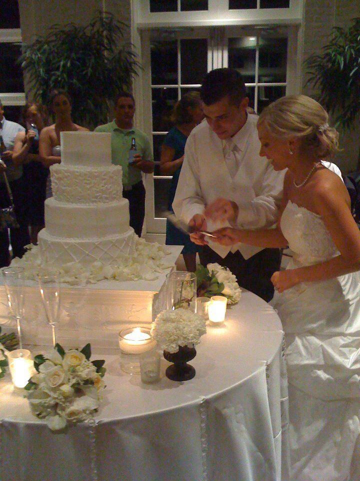 Cake Table Dcor Design Is A Major Element Of The Wedding Reception