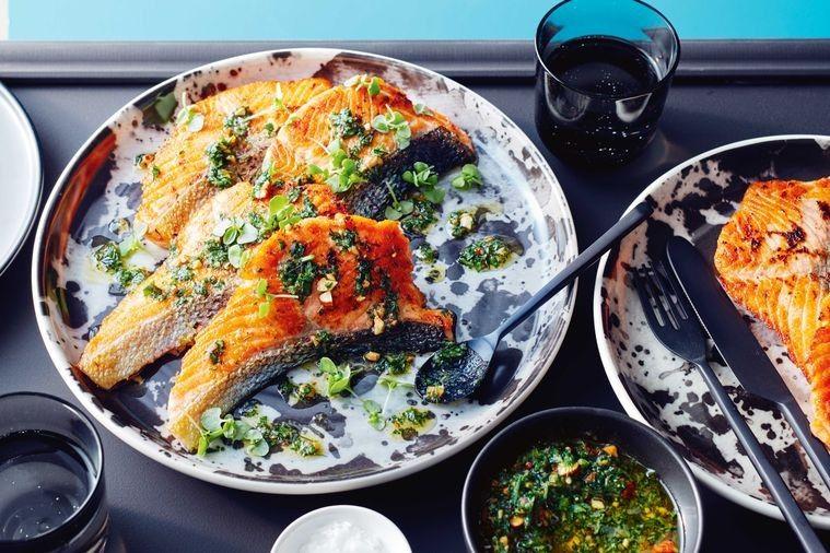 Photo of Pepper salmon escalopes with dill pesto