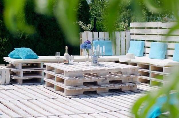 Stunning Wer ber genug Freizeit und etwas handwerkliches Geschick verf gt kann sich coole Gartenm bel selber bauen und sie dekorieren und alles f r wenig Geld