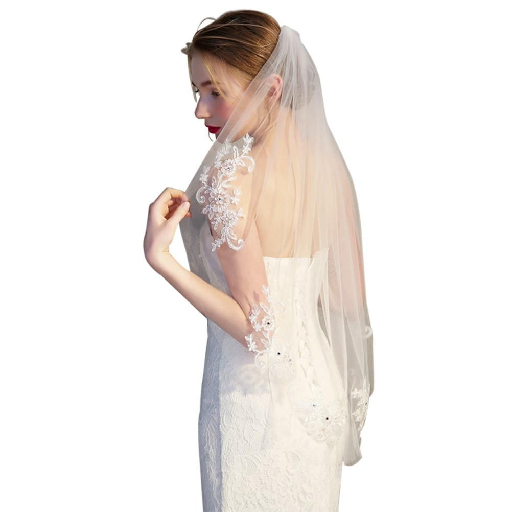 Simple and elegent crystal beaded short bridal veils with lace