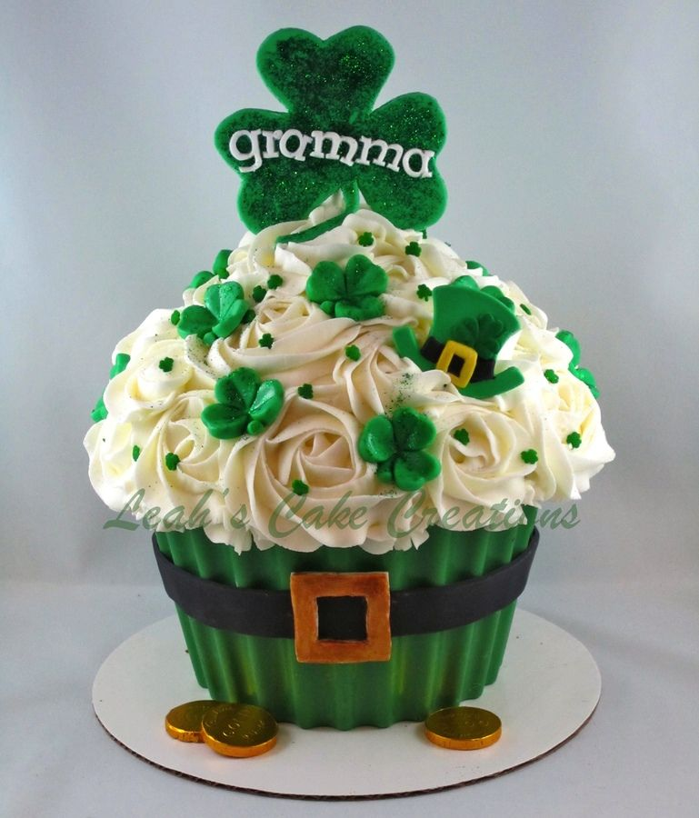 luck o the irish to ya!! — St. Patrick's Day #giantcupcakecakes