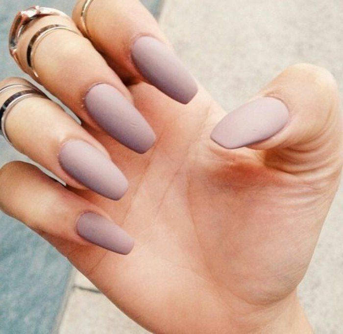 Les tendances chez la d co ongles 62 variantes en photos for Couleur gris pale