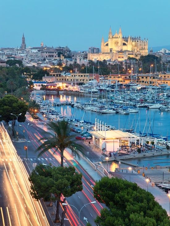 Palma de Mallorca y su paseo marítimo siempre ambientado