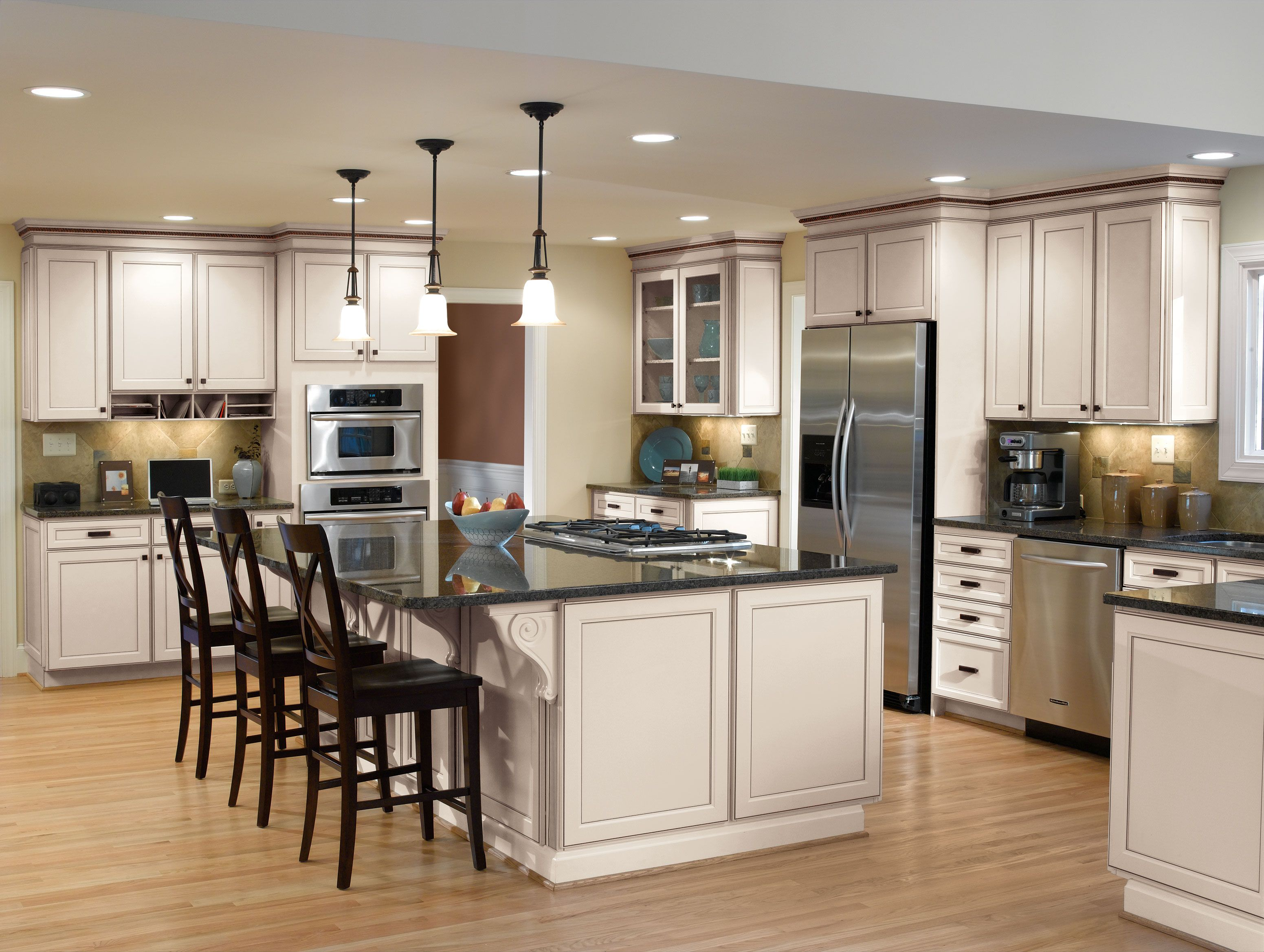 Aristokraft's soft and subtle Toasted Antique finish gives