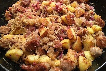 Kartoffel-Bratwurst Pfanne mit Sauerkraut von Sivi | Chefkoch