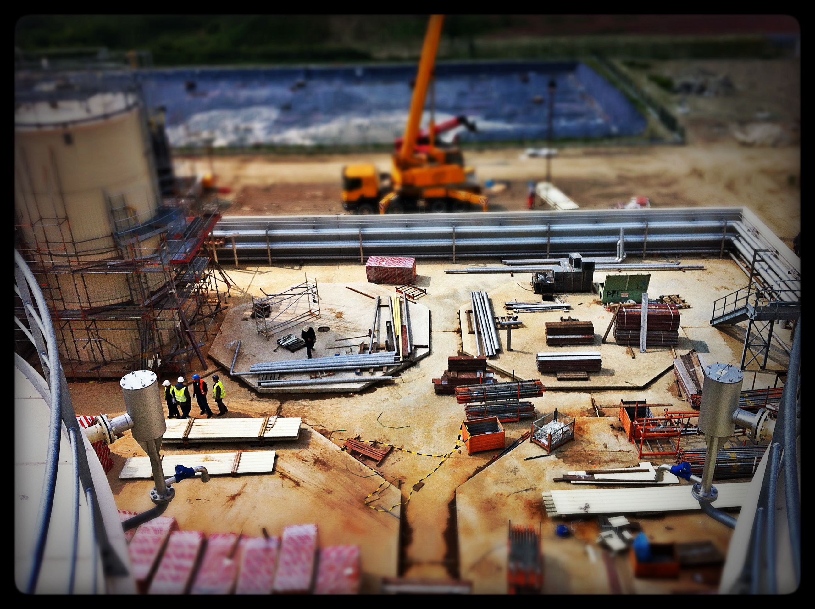 Reportage photo sur le chantier de construction d'une usine