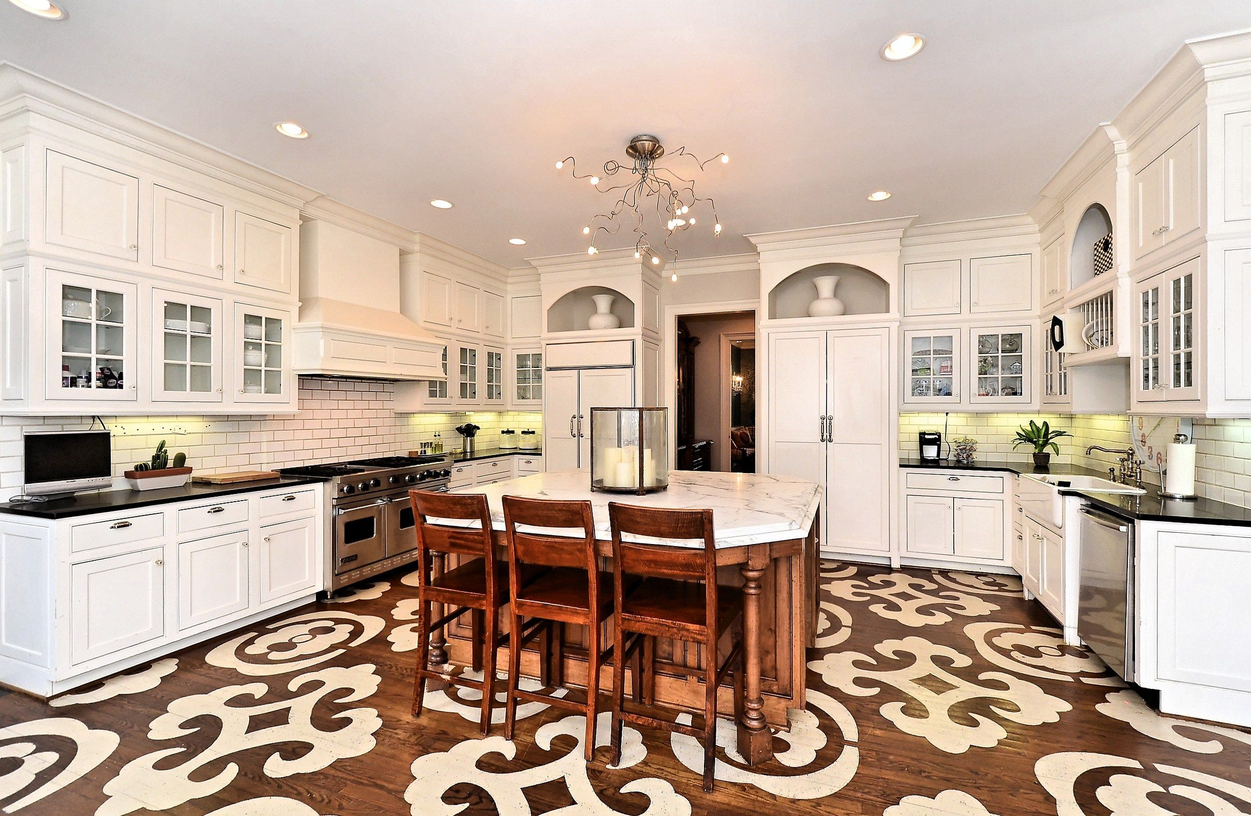 Kitchen http://dickensmitchener.com/listings/details.aspx?mls=2141781=RES=+D3gtSdLQG4fQID8Qipqww #floors