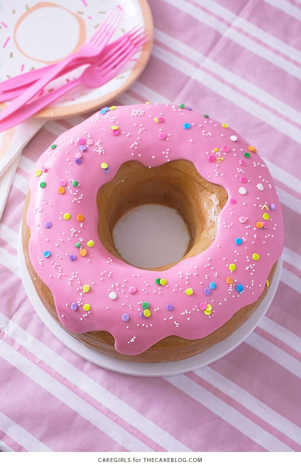 Giant Donut Cake Learn How To Make This Adorable Sprinkle Coated With A Simple Step By Tutorial