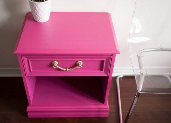 Mesa de mesita de noche de rosa y oro pintado por restauredesigns ...