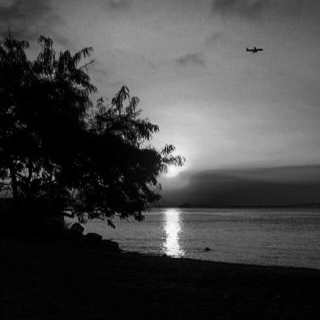 What might have been is an abstraction remaining a perpetual possibility... www.nathalialovati.com.br  #pb #fotografia #photographer #nathalialovati #fotografadeamor #blessed #gratidao #love #amor #luz #light #shadows #sunset #riodejaneiro #rj #sunset #pordosol