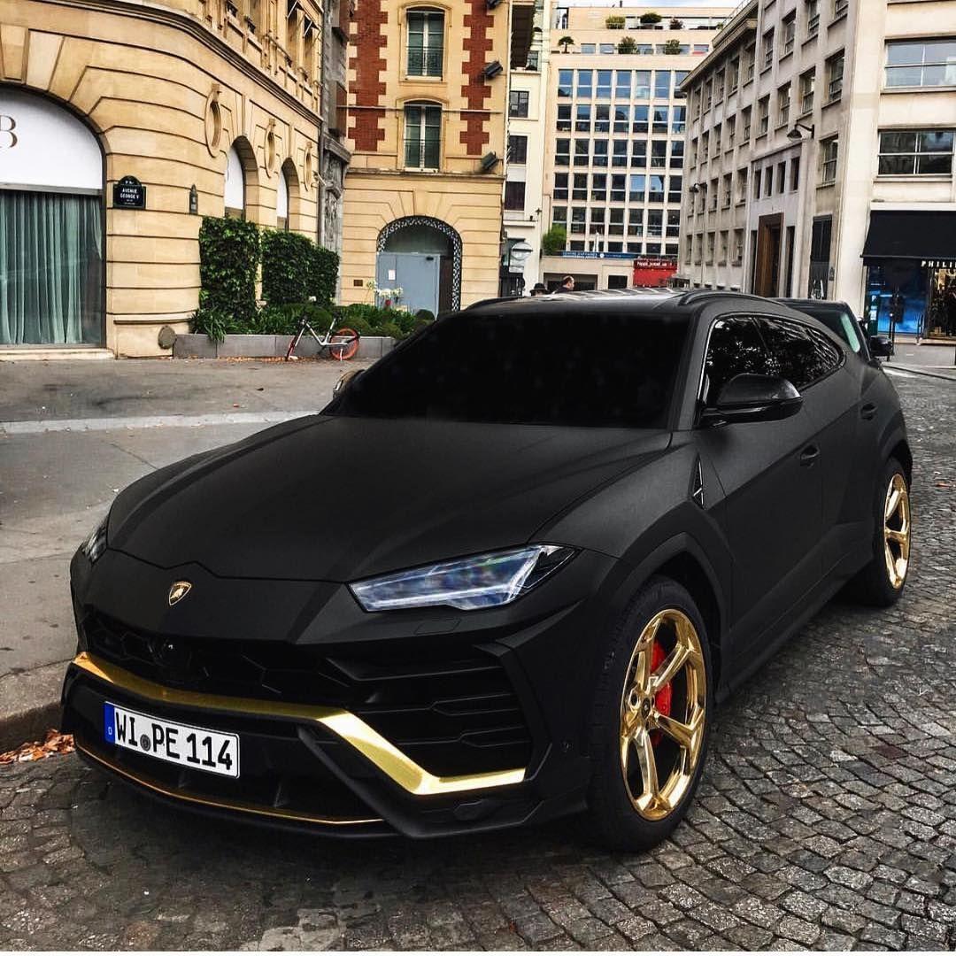 Lamborghini URUS Hot or not?