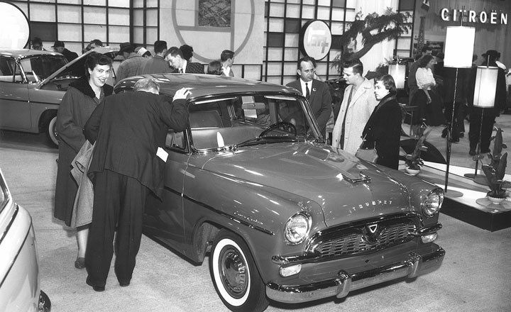 Inquisitive People Are Gathered Around A Toyota Toyopet Crown
