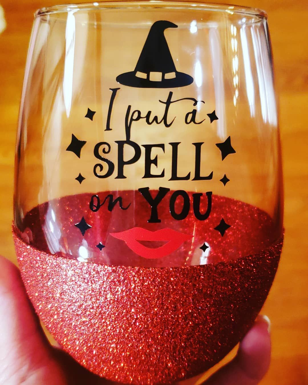 20 Oz Wine Glass With Rich Fall Colored Leaves Hand Painted Wine Glass Colors Fall Wine Glasses Wine Glass Designs Painted Wine Glass