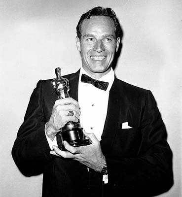 Charlton_Heston_1960_Oscar.