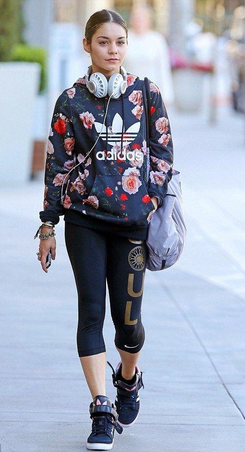 Vanessa Hudgens: Sneaker mit Blumen von Adidas
