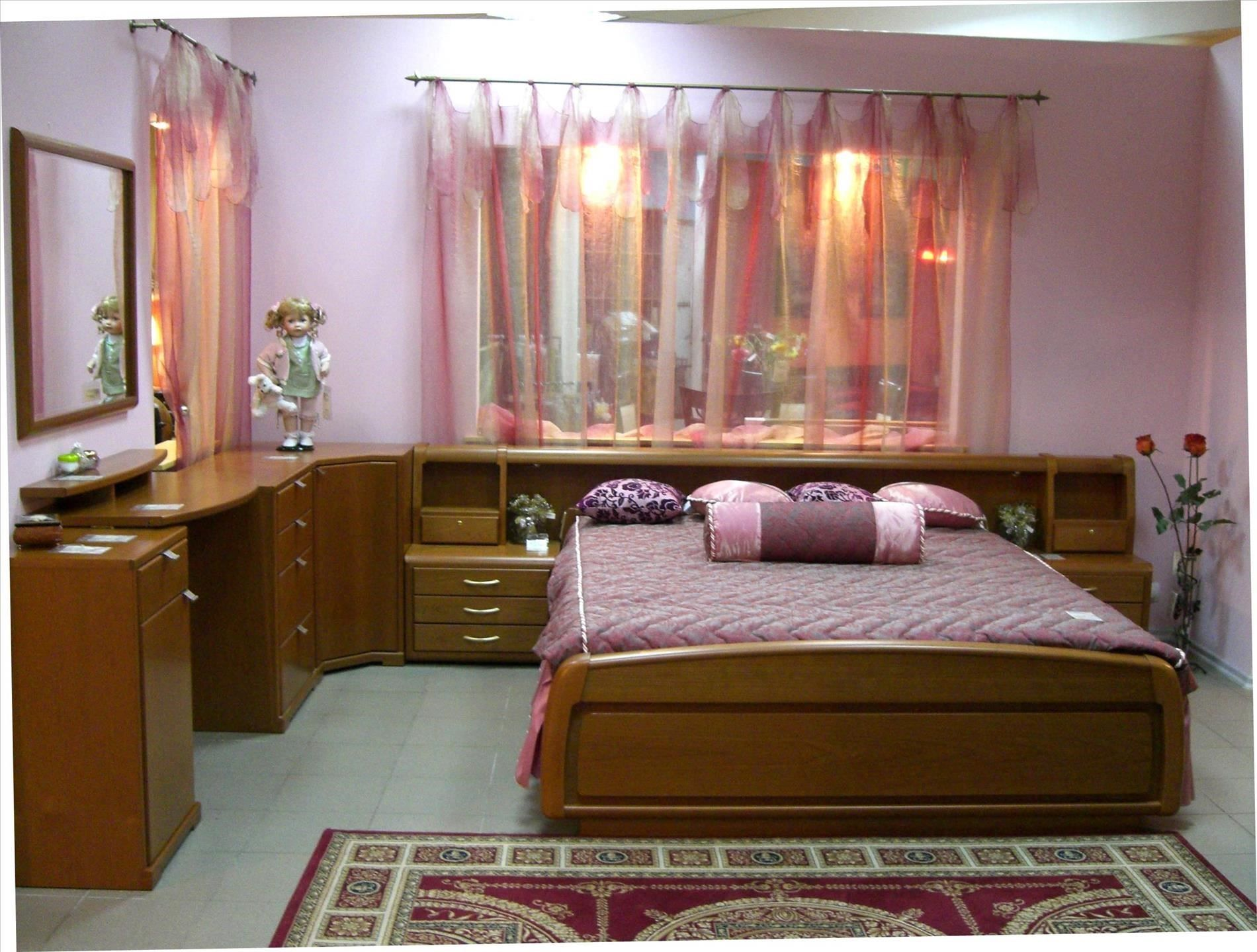 Small High Impact Decor Ideas: Simple Bedroom Design For Middle Class Family