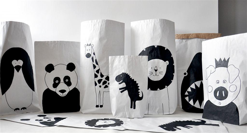 Zwierzęta #lion #shark #penguin #dinosaur #giraffe #pig #panda #kidsdesign #szaryfika #blackandwhite #paperbags #bag #handpainted
