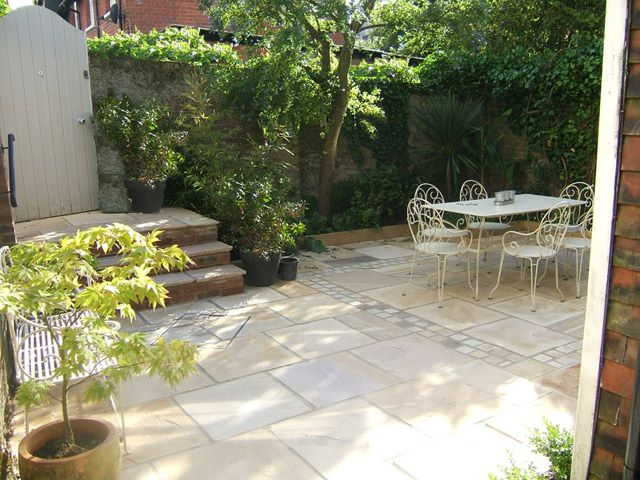 Small Urban And Courtyard Garden   Sandstone Paving And Setts
