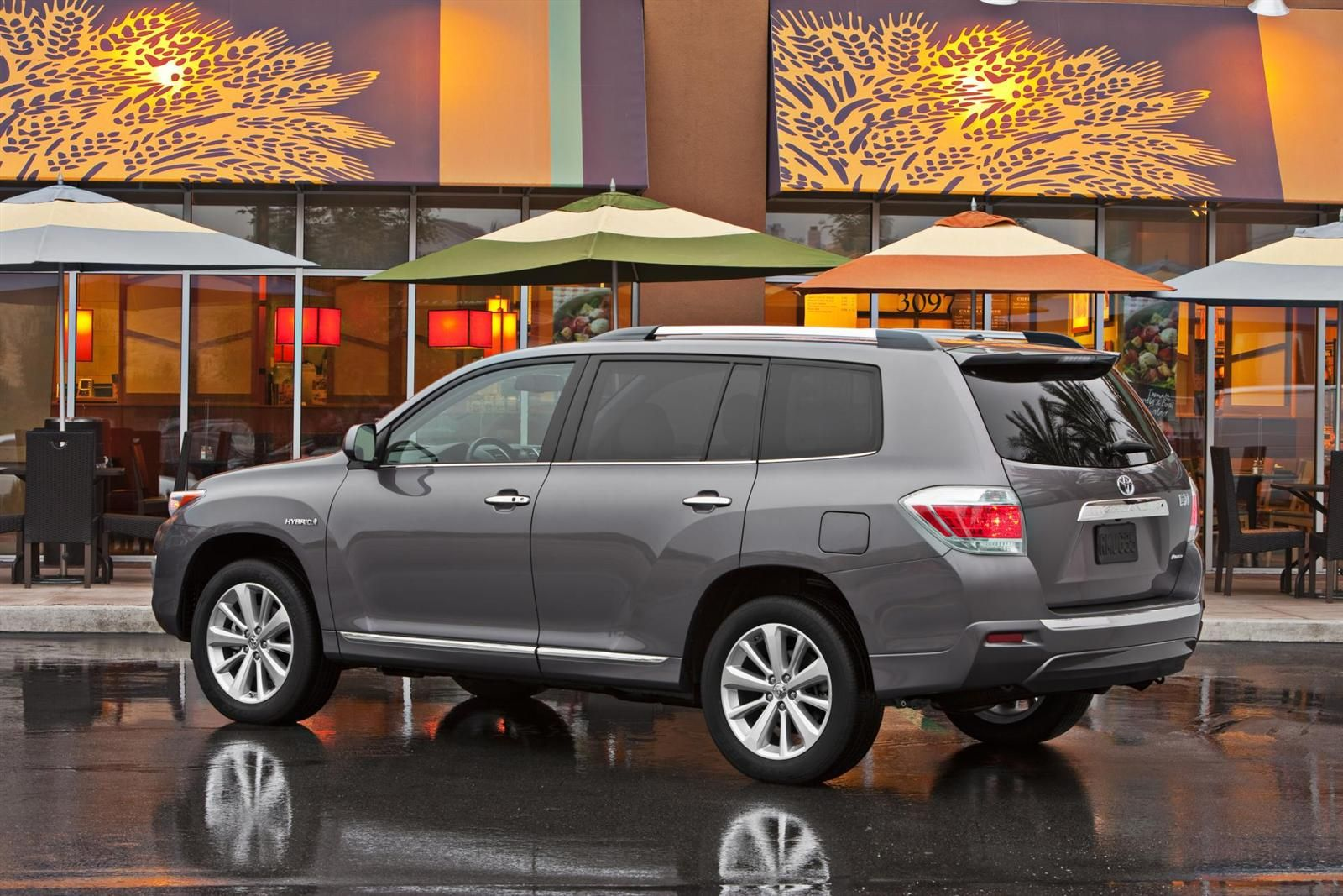 Looking For A Hybrid Suv Check Out The 2017 Toyota Highlander At North Charlotte Today With Two Diffe Trim Levels And An Estimated Mpg