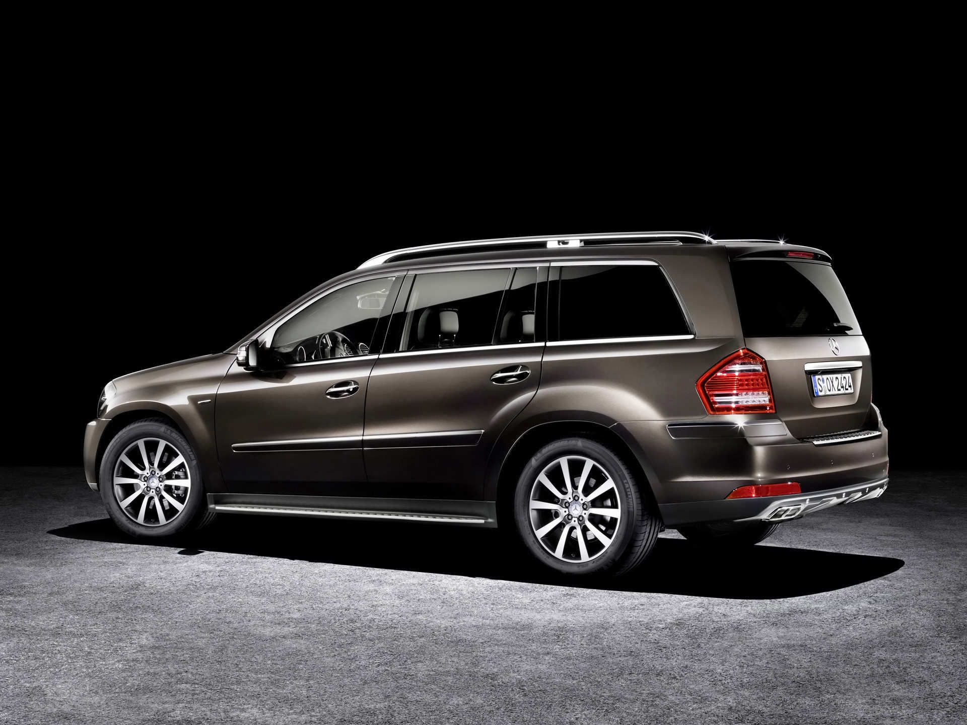 Mercedes Benz Gl This Is Not Only A Very Handsome Suv But It Is