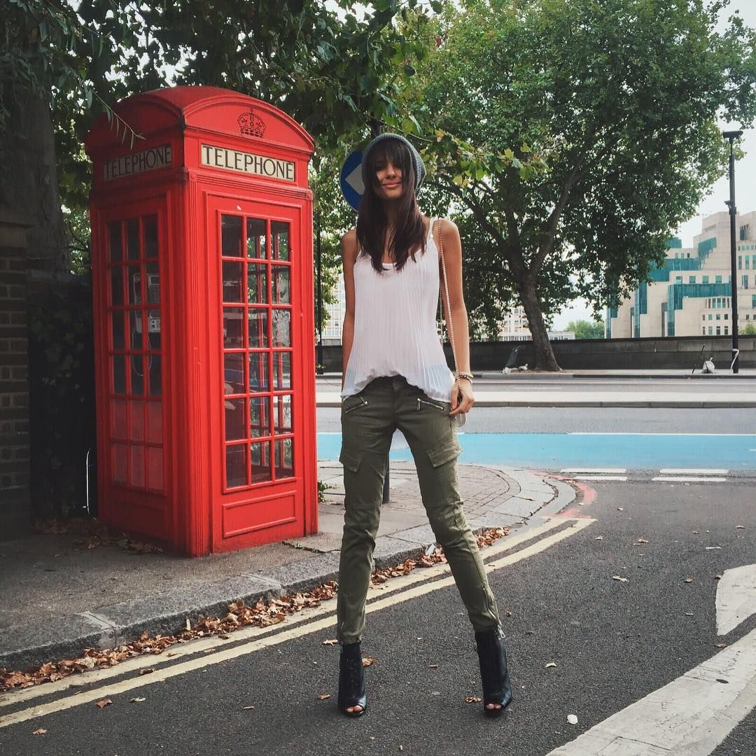 Doina Ciobanu (London) в Instagram: «Embracing autumn in military from @guess (no association with MI6 in the background)  #MyGuess»