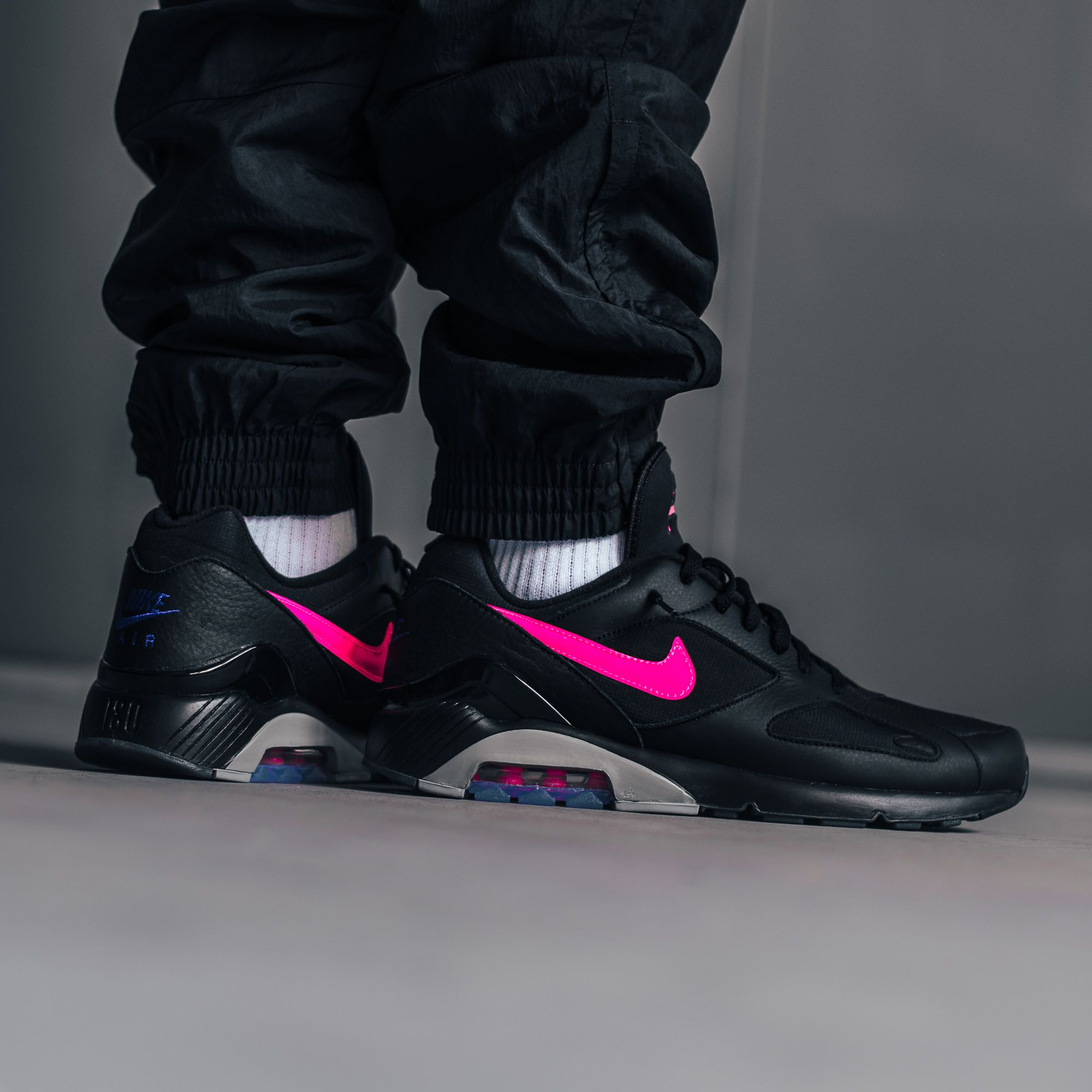 new concept 59c40 9e28b A blackpink coloring of the Nike Air Max 180 is now online on kickz.com!
