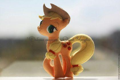 Купить или заказать Пони Эпплджек игрушка из фетра в интернет-магазине на Ярмарке Мастеров. Игрушка из фетра пони Эпплджек…