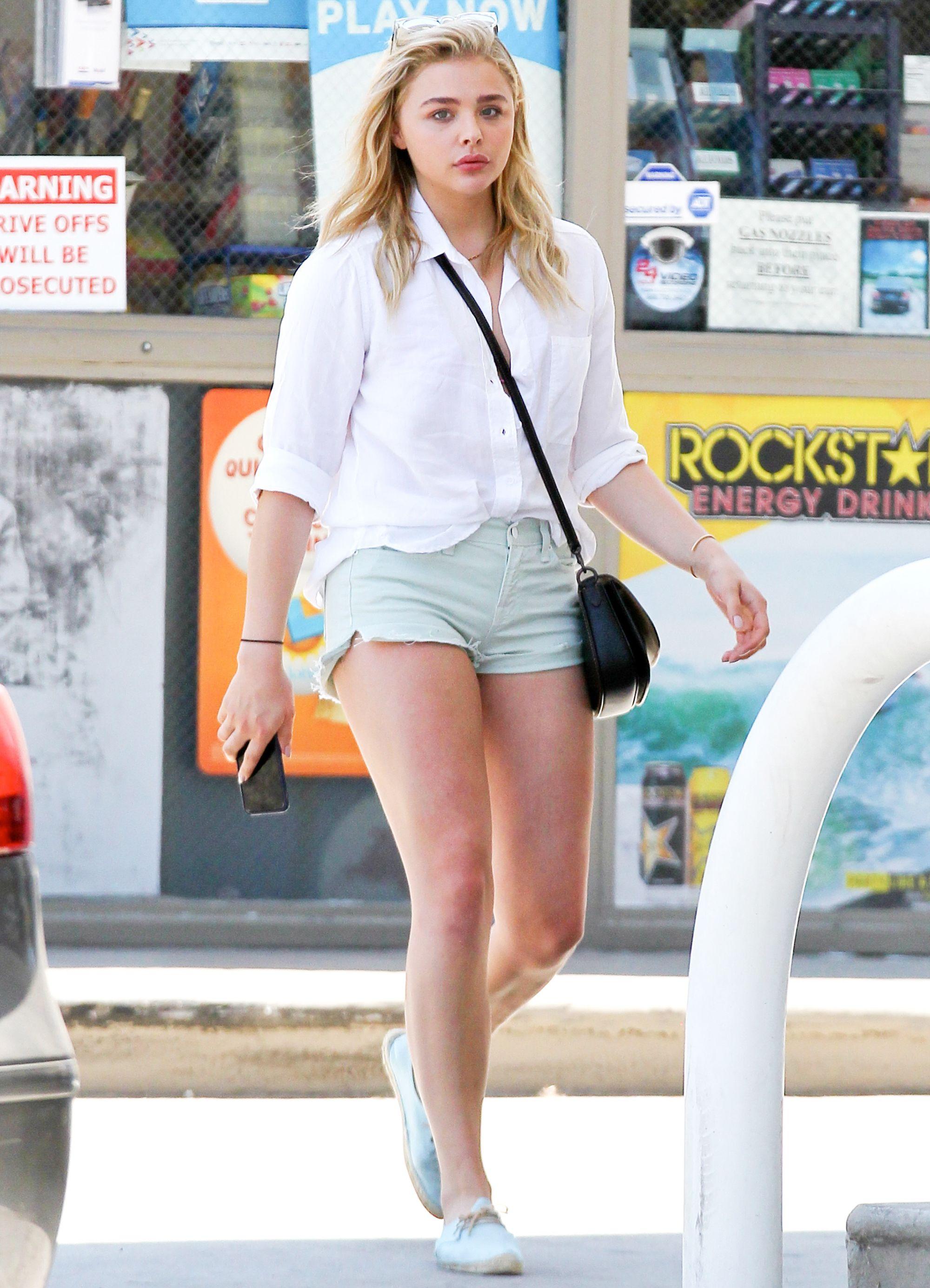Chloe Grace Moretz Wears Denim Shorts With Brooklyn Beckham In L A Chloe Grace Moretz Style Chloe Grace Chloe Grace Moretz