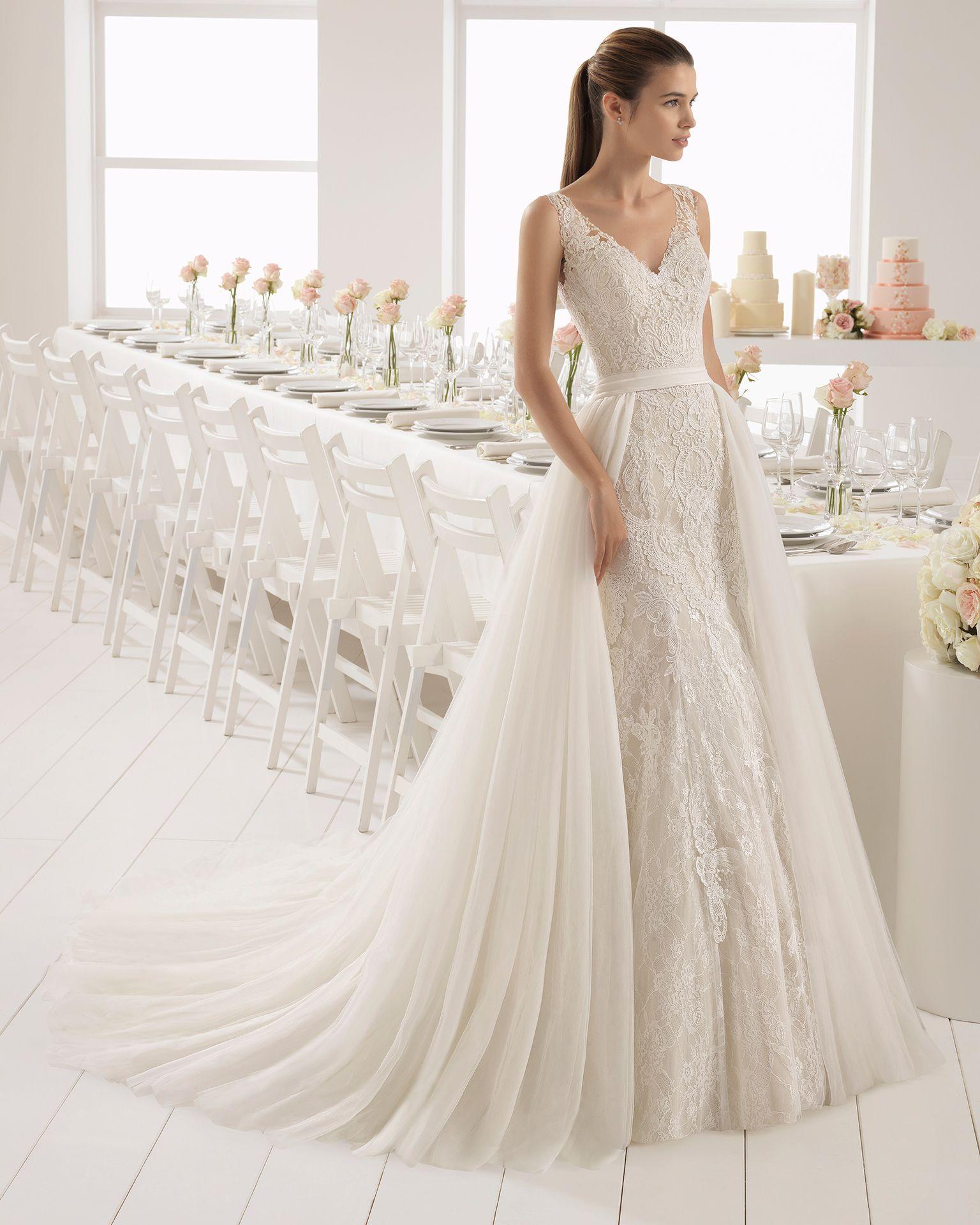 Vestido de novia corte sirena en encaje con escote v en color nude y