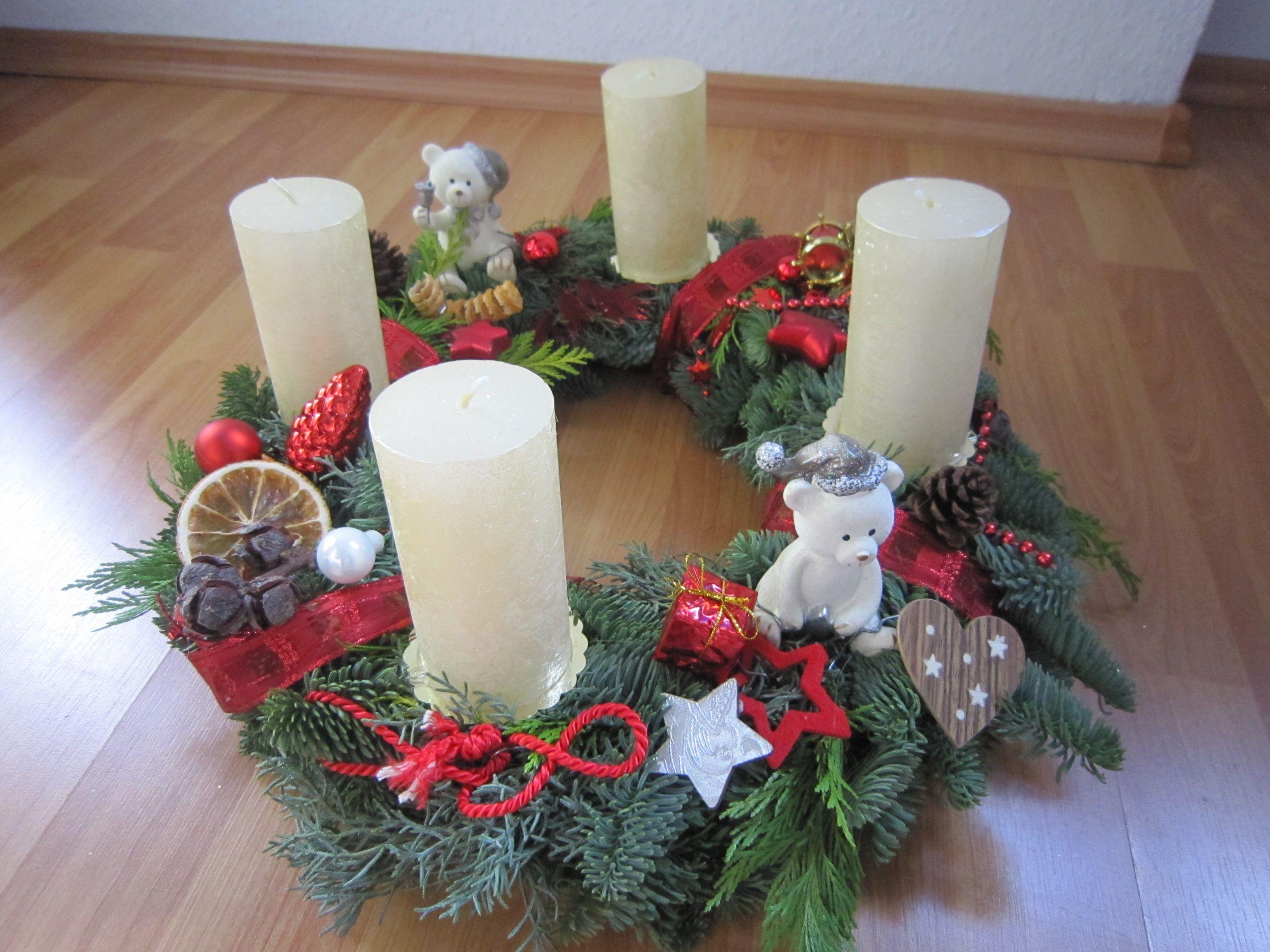 adventskranz weihnachtskranz wei rot mit eisb ren x mas adventskranz x mas deko pinterest. Black Bedroom Furniture Sets. Home Design Ideas