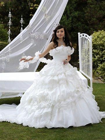 Gypsy Wedding Dresses I\'m not a Gypsy but I love their dresses | One ...