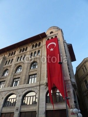 Turkische Flagge An Einer Altbaufassade Am Nationalfeiertag In Istanbul Eminonu Am Bosporus In Der Turkei Turkische Flagge Istanbul Fassade