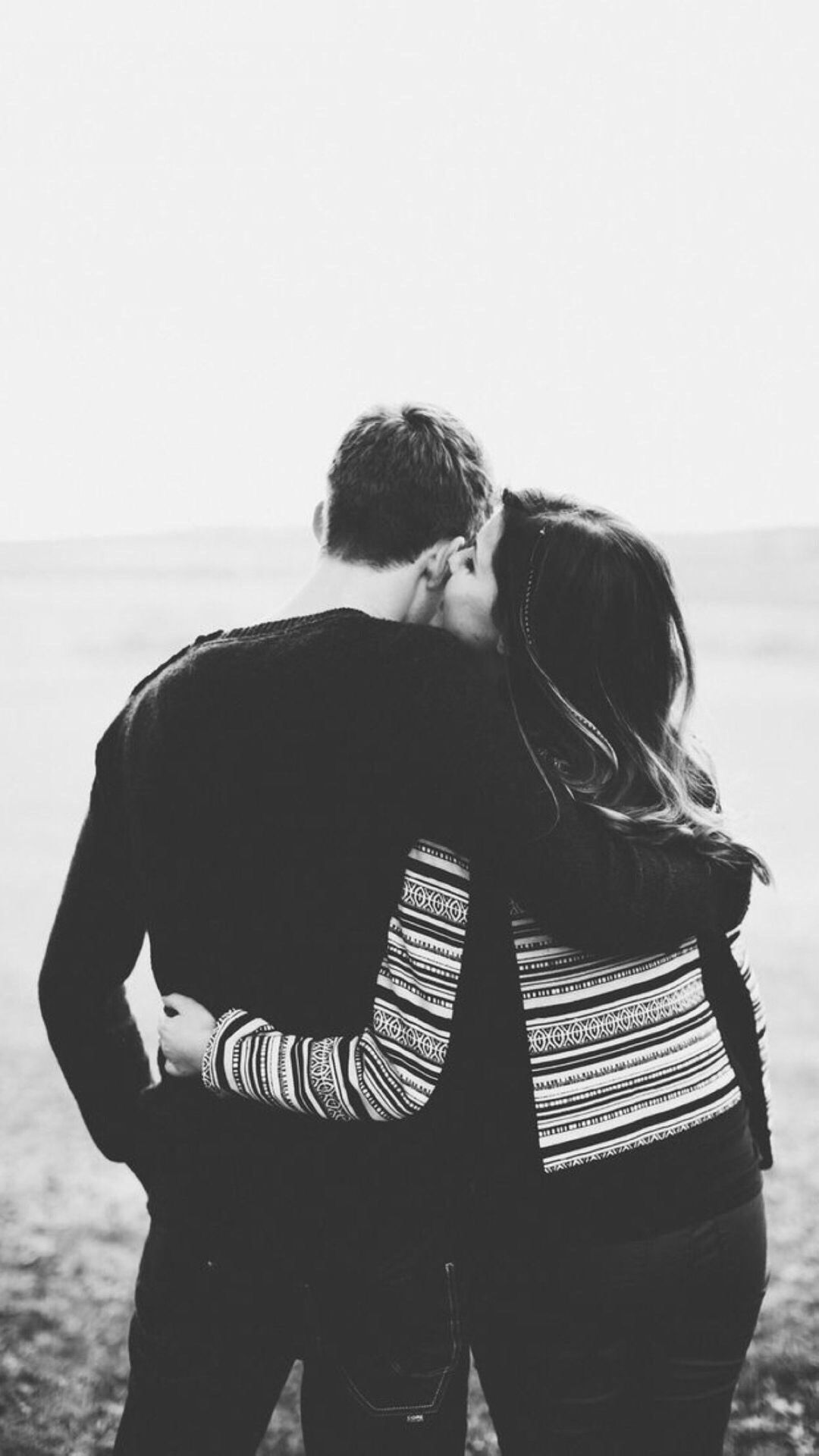 Nature Lovers Couple Romantic Having Hug Iphone 8 Wallpapers Photo Cute Couples Couple Photos