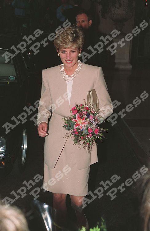 princess diana in london | ... ARANA/ALPHA M035685 1996/97.PRINCESS DIANA AT AN EVENT IN LONDON