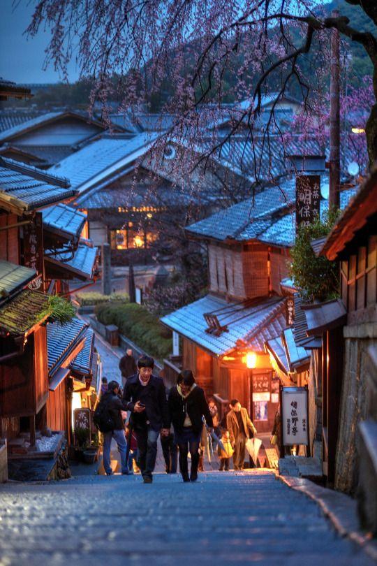 Japan Kyoto . 日本.京都 Ninen-zaka and San'nen-zaka approaches 傍晚的三年坂(產寧坂) DSC_5406 by Ming - chun ( very busy ) on Flickr.