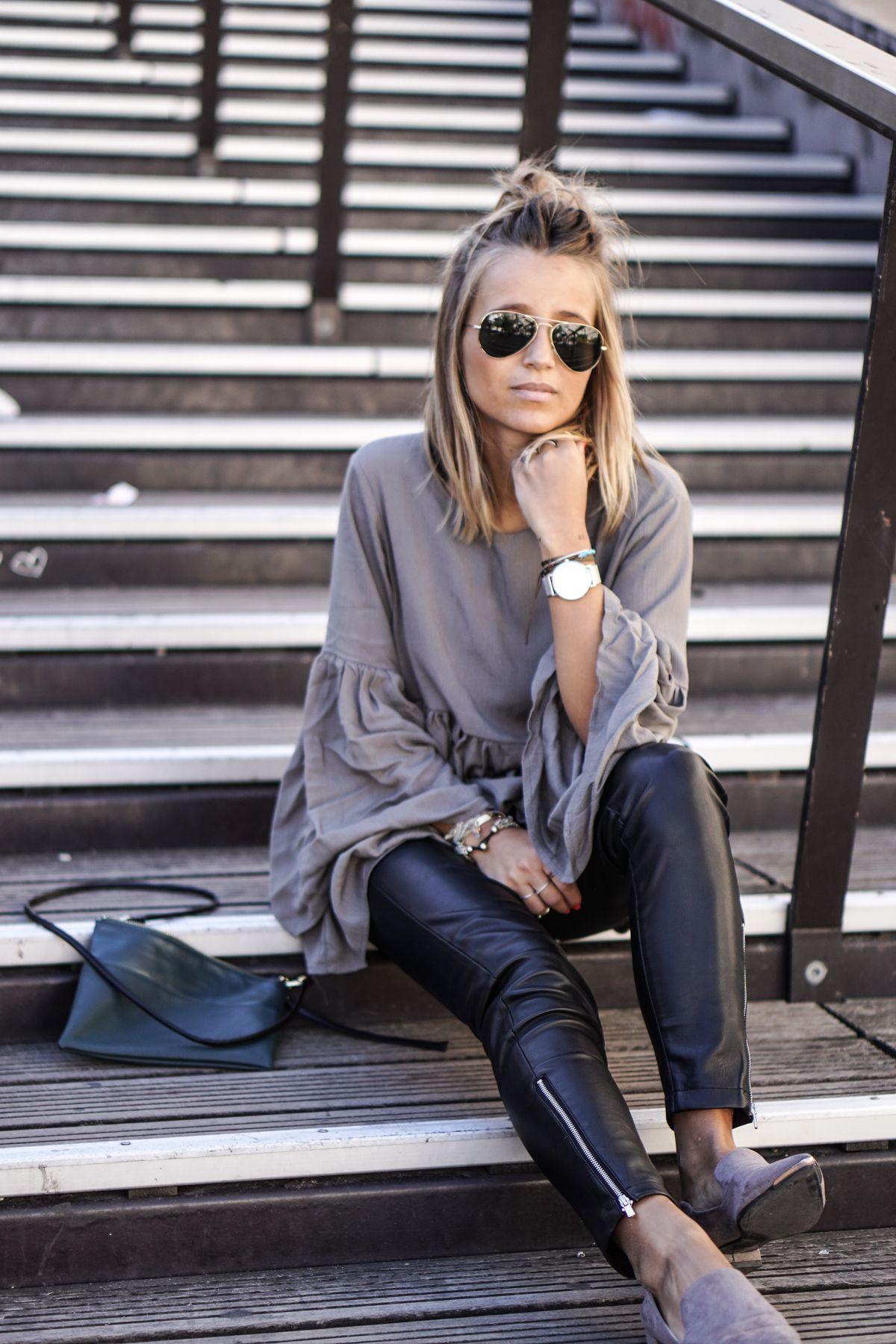 Street Style Blusa com manga de sino e legging de couro