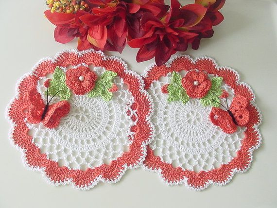 Made to order swans crochet doilies set of 2 di KroneCrochet
