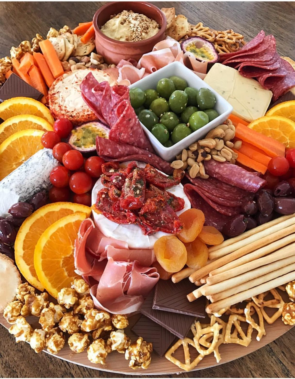 Pin By Giselle Vieira On Platter Up Appetizer Platters Food Platters Appetizer Recipes