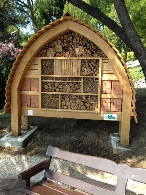 l h tel insectes pollinisateurs bee walls homes for solitary bees pinterest insect. Black Bedroom Furniture Sets. Home Design Ideas