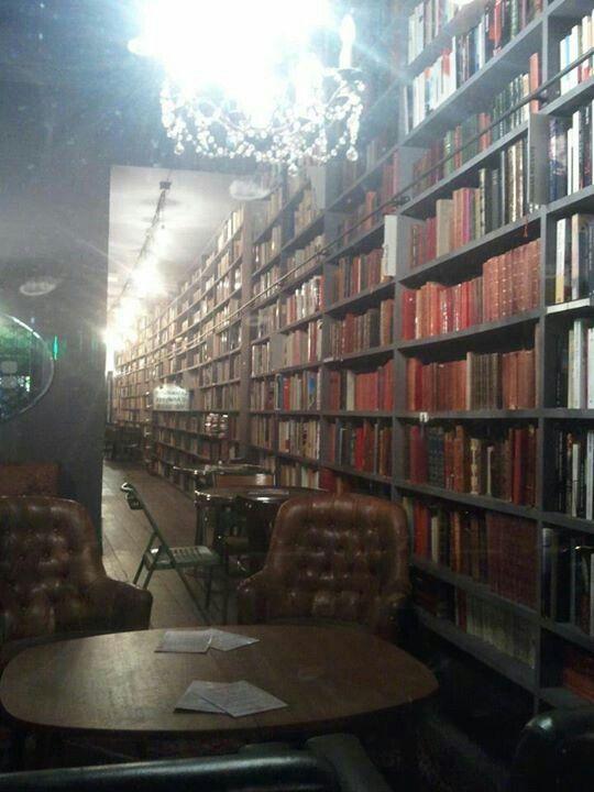 Bibliothèque. La Cantine.  Paris