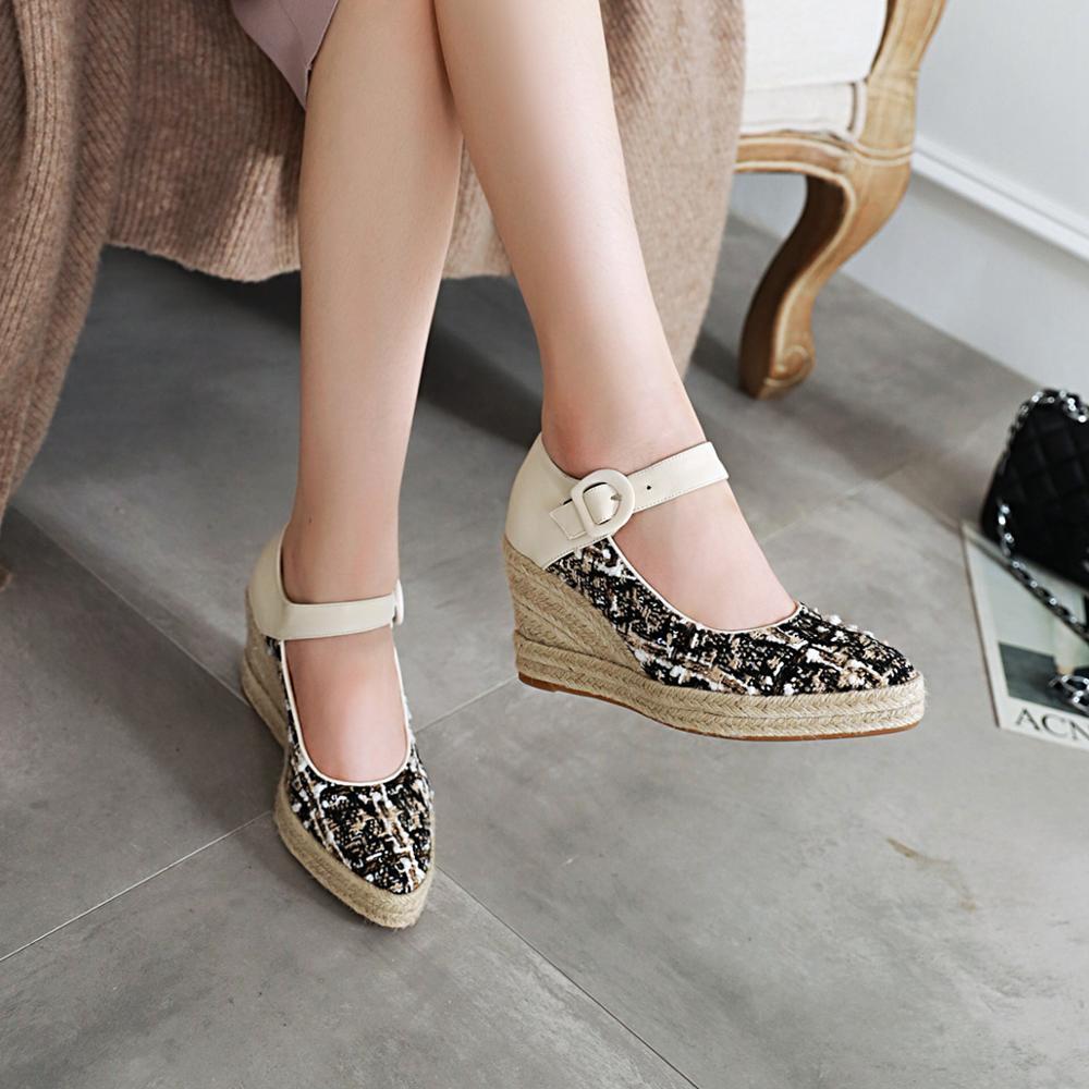 Wedges shoes of types Wedge (footwear)